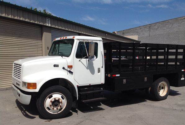2001 International 4700 S/A Flatbed Truck