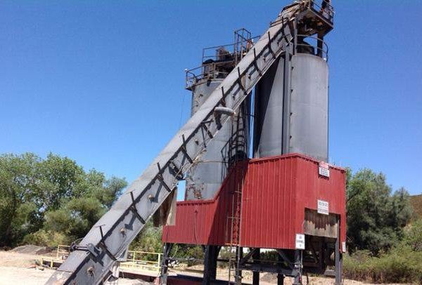 Lot of (2) CMI Asphalt Silos w/Slat Conveyor